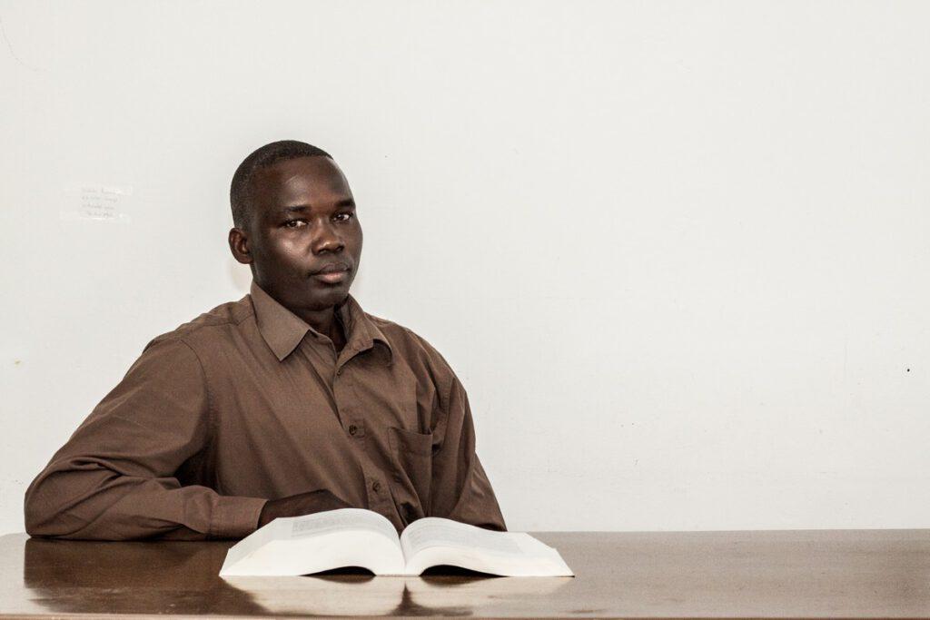 geboren in 1978 in Moyo, Oeganda. Sinds 2010 in Nederland