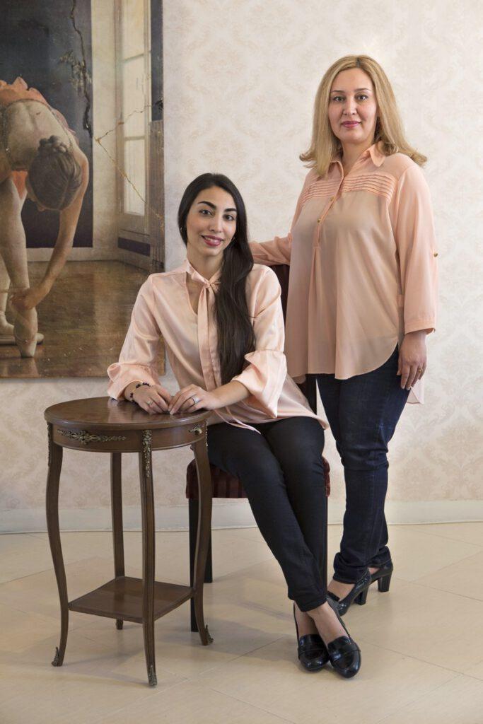 Shirin (41) Shamim(23), Shirin studeert op de kunstacademie in Iran haar dochter Shamim is net in